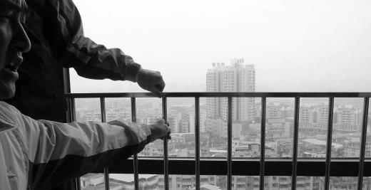 """装修鉴定丨闹市区大厦外墙挂满""""定时炸弹"""",高空顾虑何时消除!?"""